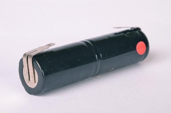 Akkupack Notlicht Notbeleuchtung 2,4V / 4000mAh (4Ah) Stabform mit Faston Anschlüssen