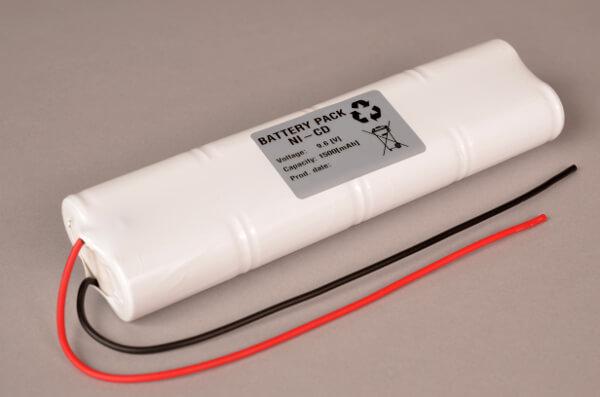 Ni-Cd Akkupack Notlicht / Notbeleuchtung 9,6V / 1500mAh (1,5Ah) L4x2 Stab mit Kabel